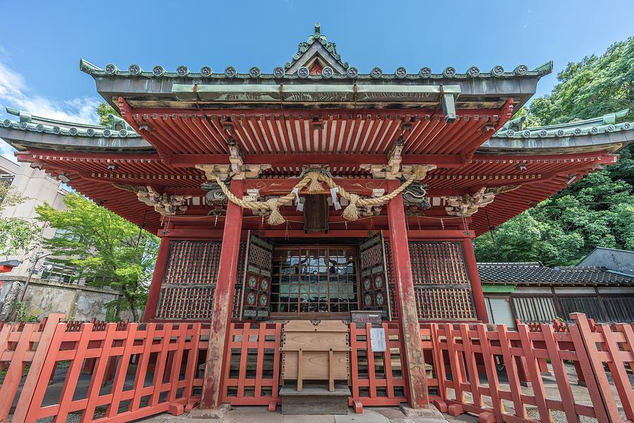 2-honden-main-hall-of-ozaki-jinja-shrine-kanazawa-japan-manuel-ascanio.jpg