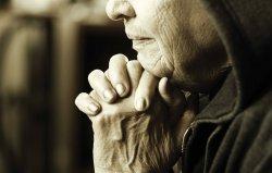 old-woman-at-prayer.jpg